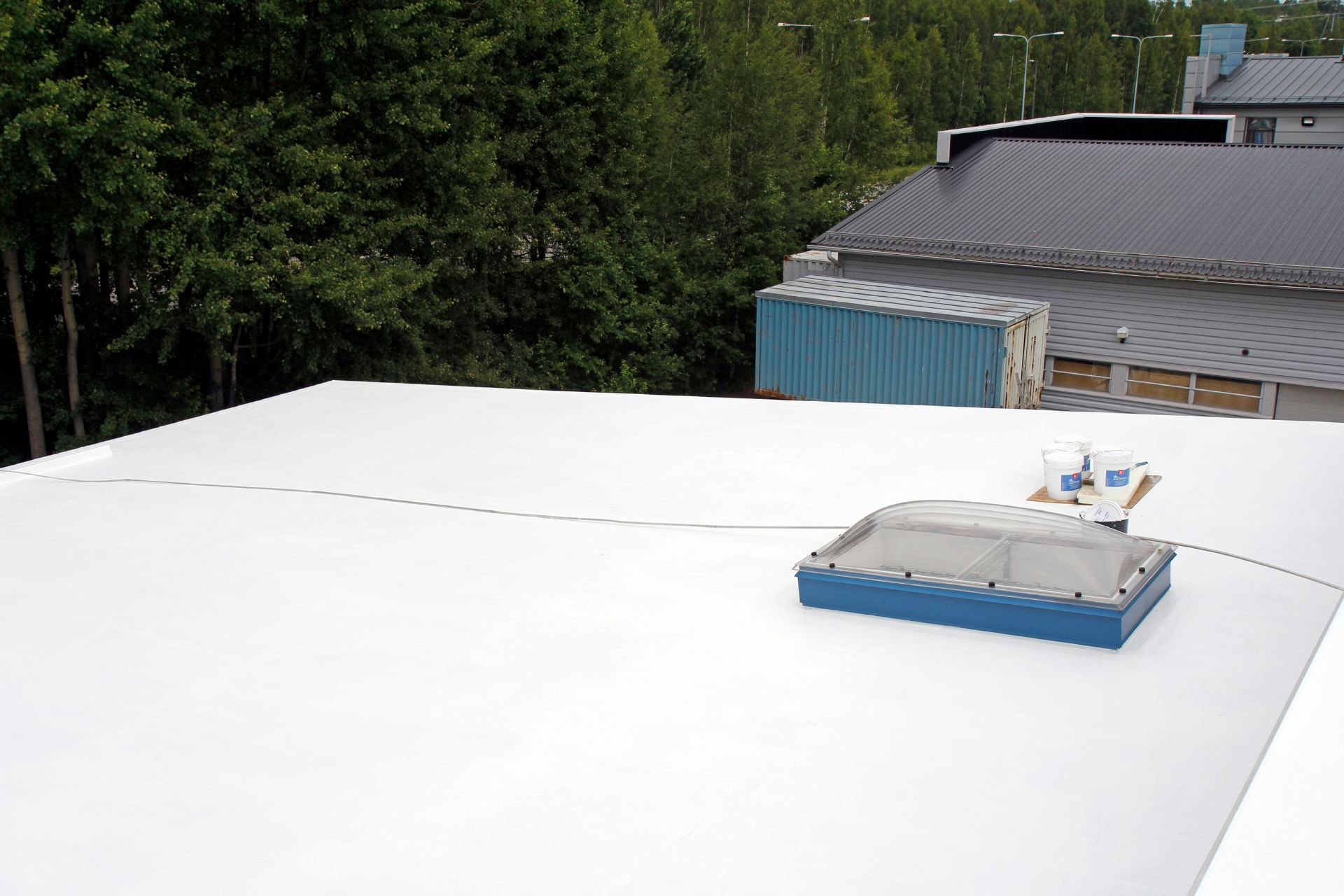 Lower temperature on the roof surface