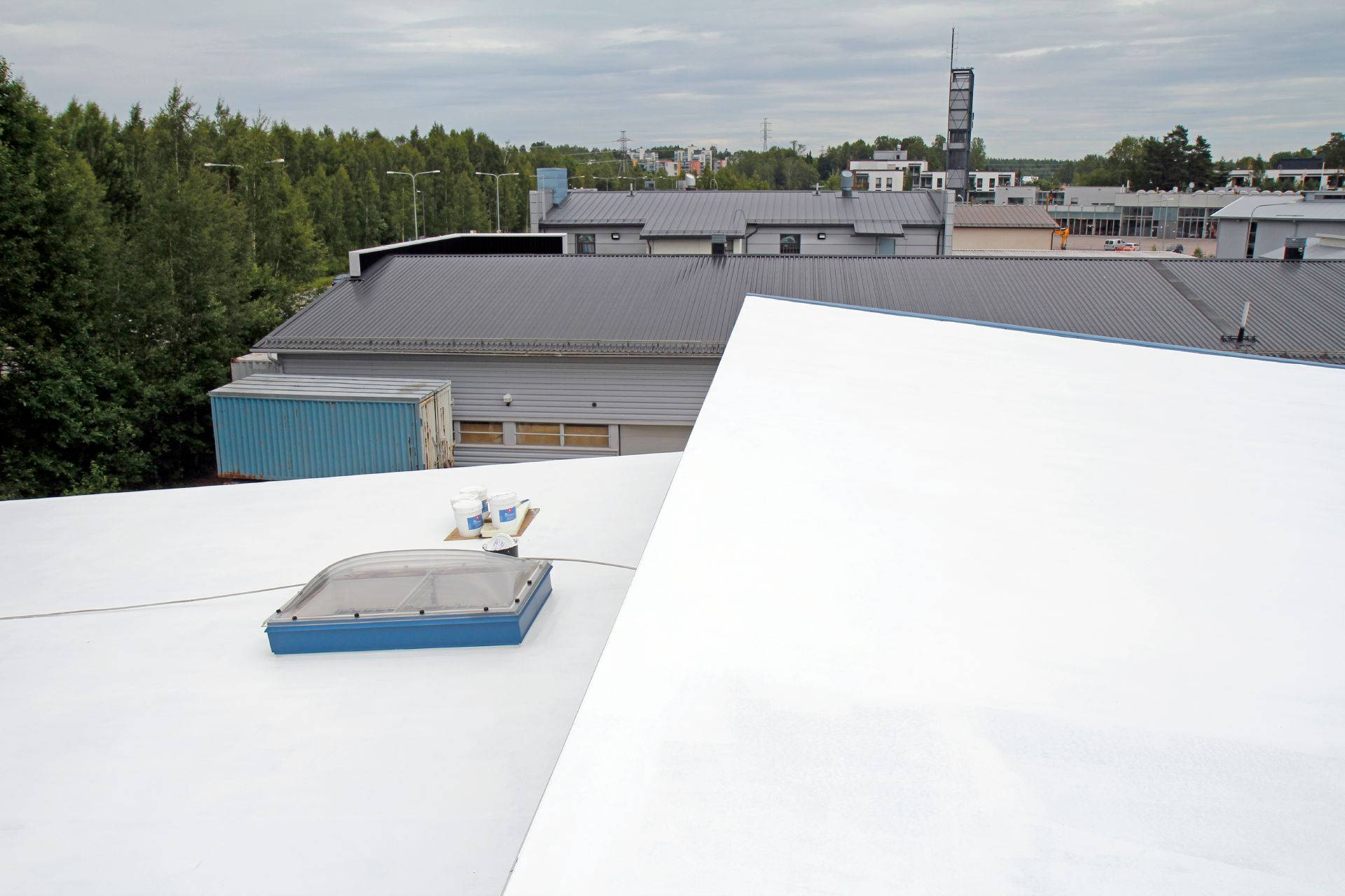 Lower energy consumption for cooling down buildings