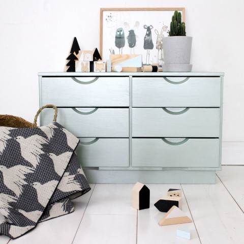 Kid's room classic dresser into metal shade